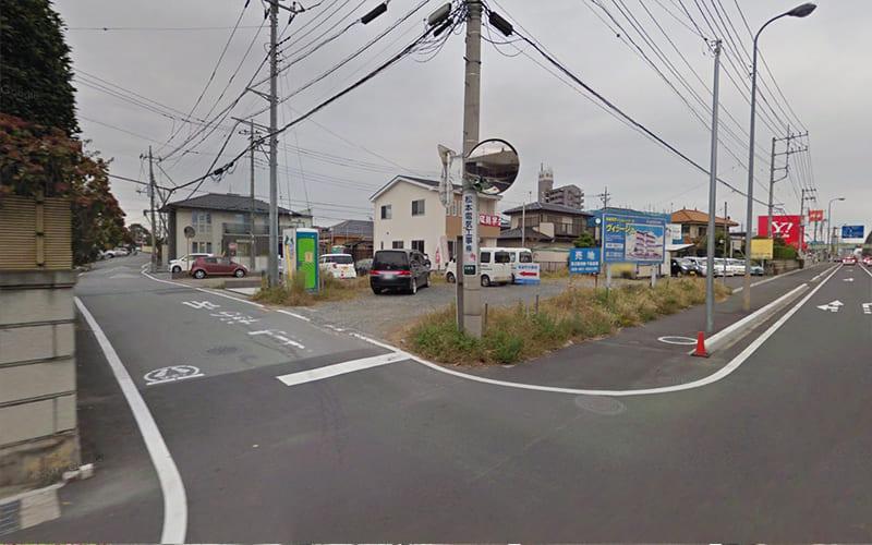 最初の路地を左折します。
