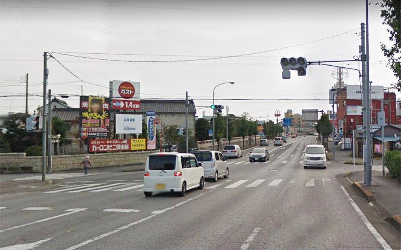 4.田川の橋を渡ってすぐの信号を右折し上三川街道に入ります。