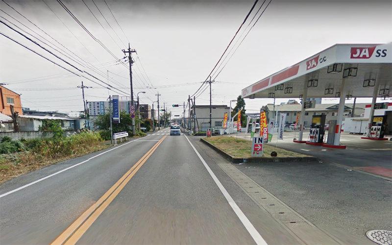 6.JAのガソリンスタンドの先の路地を左折します。