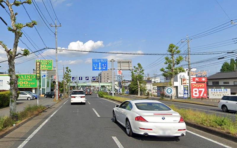 滝谷町の交差点を直進して、そのまま平成通りを道なりで進みます。