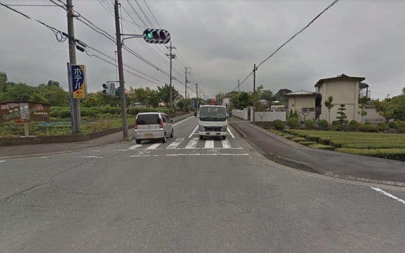 2つ目の信号を左折します。(交差点左側に看板があります)