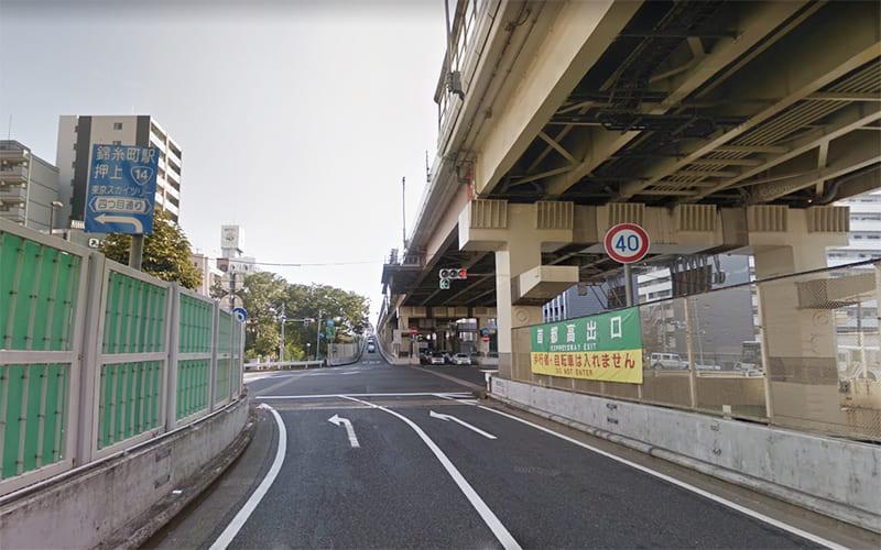 「錦糸町駅・押上・東京スカイツリー 」の表示に従って、四之橋北詰交差点で左折し、四ッ目通り/都道465号線 に入ります。