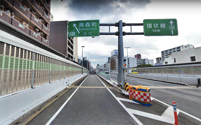 阪神高速12号・守口線の南森町出口を出て進みます。