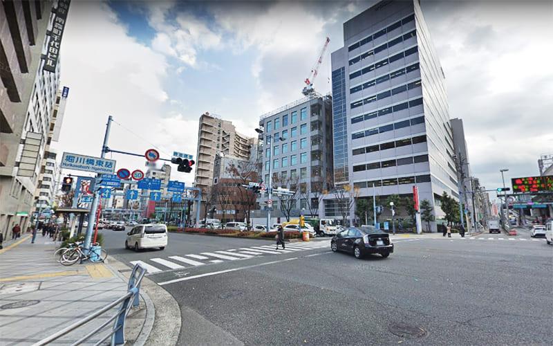 堀川橋東詰交差点を左折して曽根崎通/国道1号 に入ります。