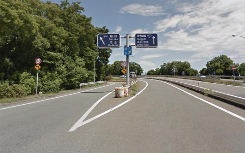 関越自動車道の本庄児玉I.C.から分岐を左方向 藤岡・児玉 の標識に従って左へ進みます。